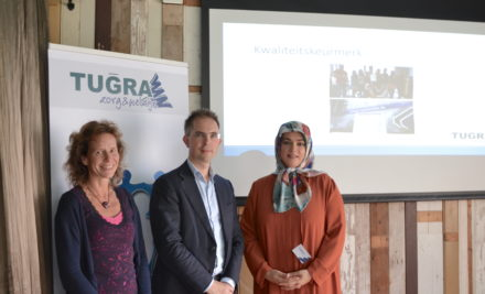 Wethouder Martijn Leisink brengt werkbezoek aan Tugra Zorg & Welzijn